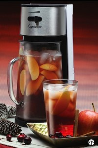 Spiced Cranberry-Apple Iced Tea