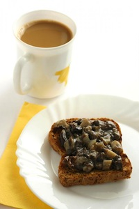 toast with mushrooms