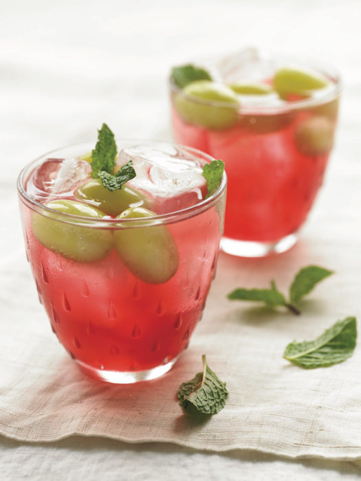 Sparkling Hibiscus Tea with Grapes and Mint
